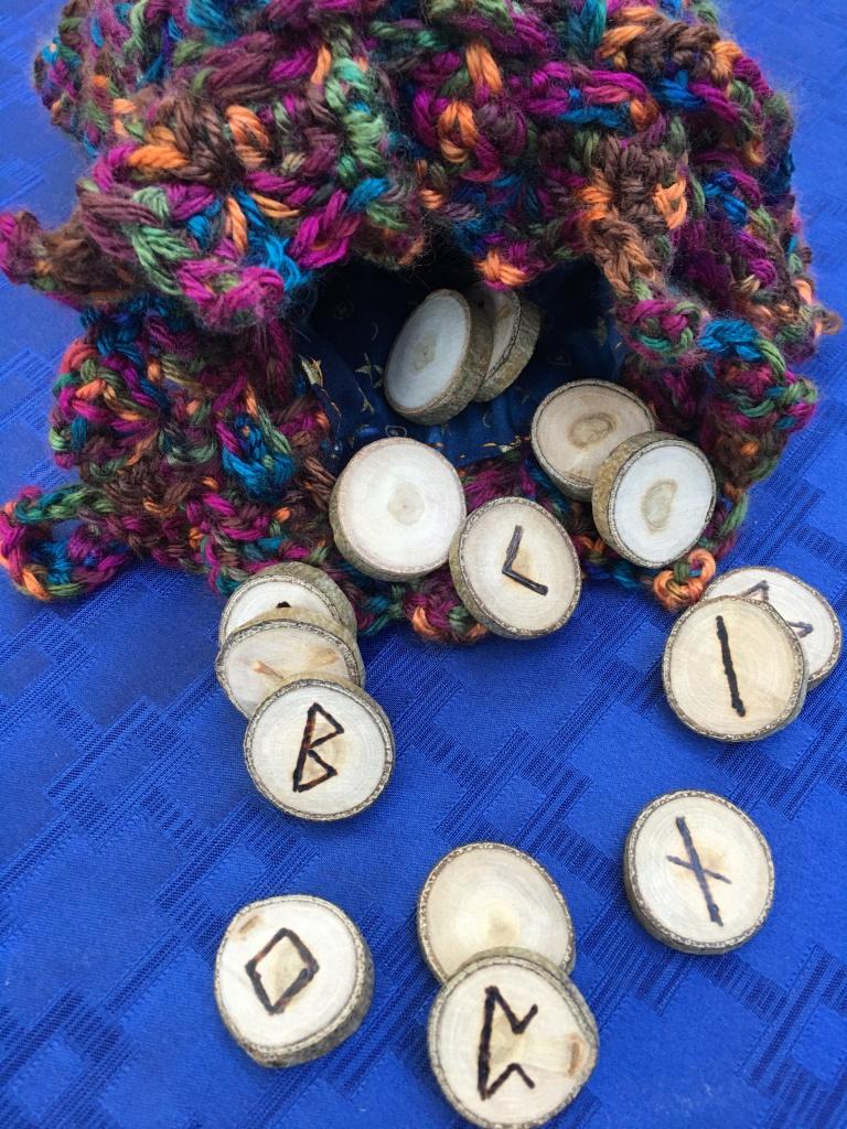 Runes clockwise from top: kenaz, isa, naudiz, perthro, ingwaz, berkano arranged in a circle.